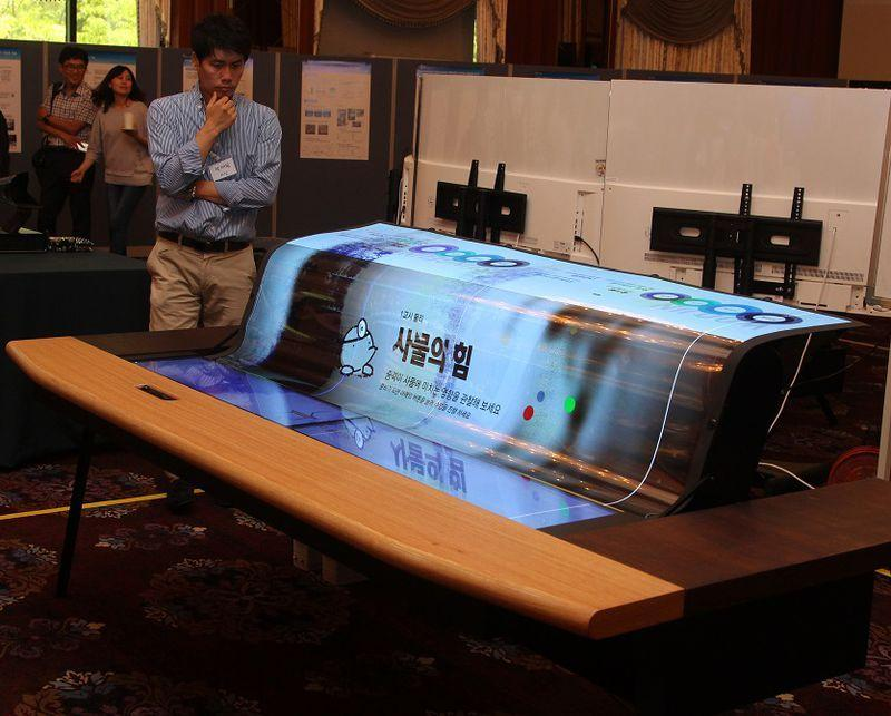 LG's flexible OLED display