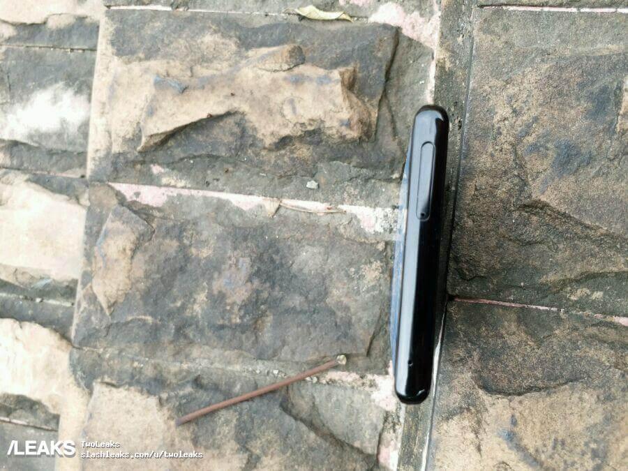 Samsung Galaxy Note 8 top profile