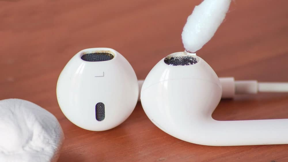 Cleaning Airpods to fix AirPods Connected But No Sounds