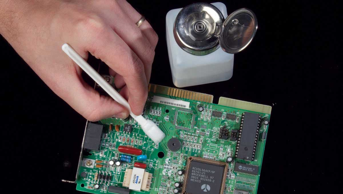 Using Isopropyl Alcohol To Clean A Motherboard